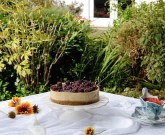 Baked Muscovado and Hazelnut Cheesecake with Blackberries for the Sweet World / Cheesecake (no forno) de Açúcar Mascavado e Avelãs, com Compota rápida de Amoras para o Sweet World.