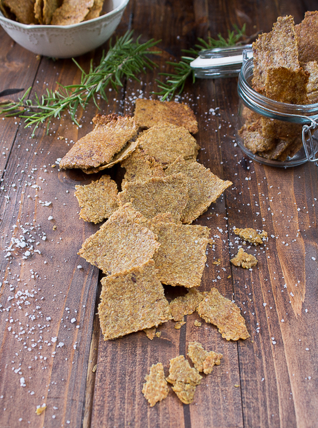 Crackers de linhaça (vegan, sem glúten, sem açúcar). Flax seed crackers (vegan, Gluten and sugar free)