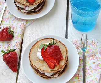 Rye flour pancakes with ricotta and fresh fruit
