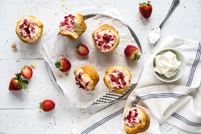 schnelle Strawberry Cheesecake Croissant Muffins {Werbung}