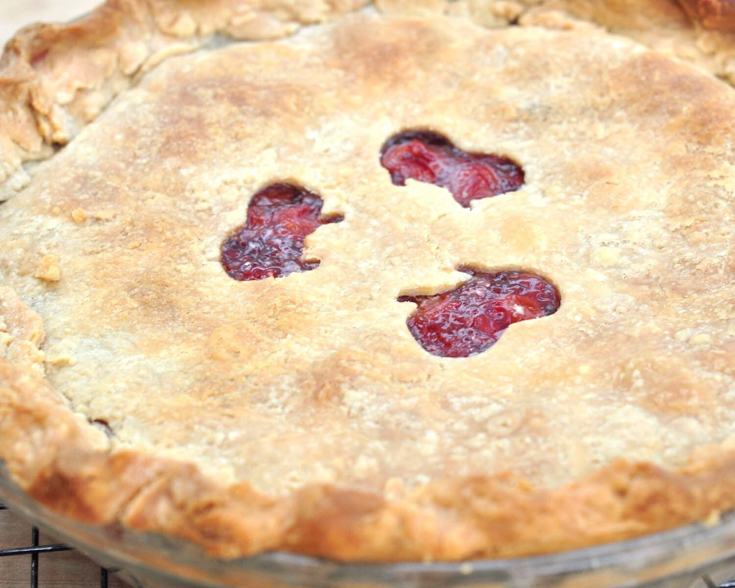 Homemade Cherry Pie with Flaky Crust {Recipe}