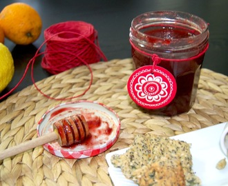Compota de morango com laranja e especiarias [Strawberry jam with orange and spices]