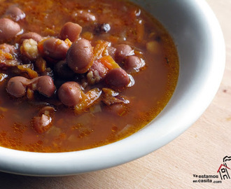 Alubias con bacon y verduritas (Winter's best beans soup)