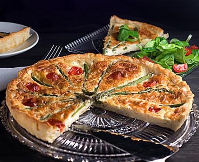 paj med skinka broccoli och soltorkade tomater