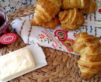 Croissants fáceis e rápidos [Easy and quick Croissants]