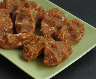 Sweet Rava Pidi Kozhukattai-Version 2 /Semolina Sweet Dumplings with Jaggery