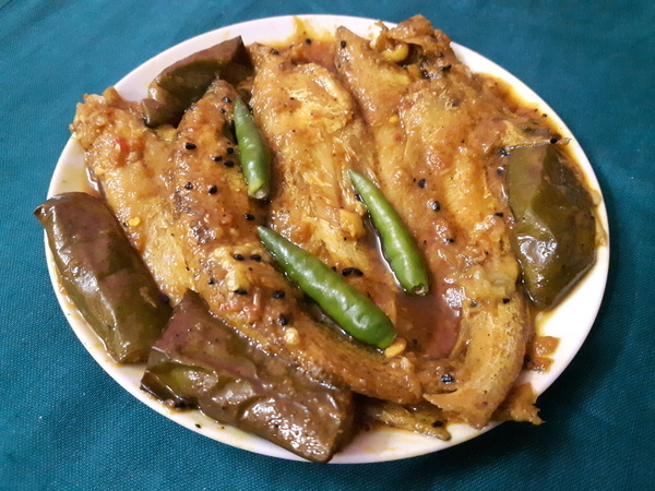 Bengali Recipe–Pabda Fish With Eggplant
