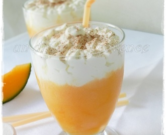 Smoothie glacé au melon et chantilly maison