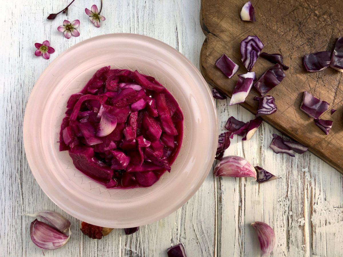 Hot and Garlicky Fermented Red Cabbage Pickle (shoor-e kalam ghermez)