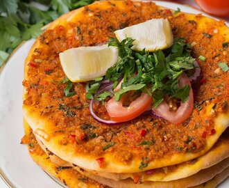 Lahmacun: Turkish Pizza [Vegan]