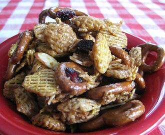 Sweet Party Chex Mix With Berries