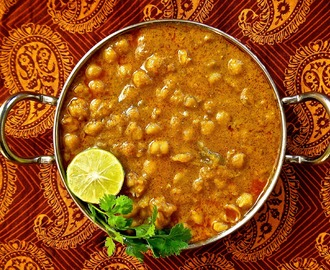 Chikar Chole (Curried Chickpeas)