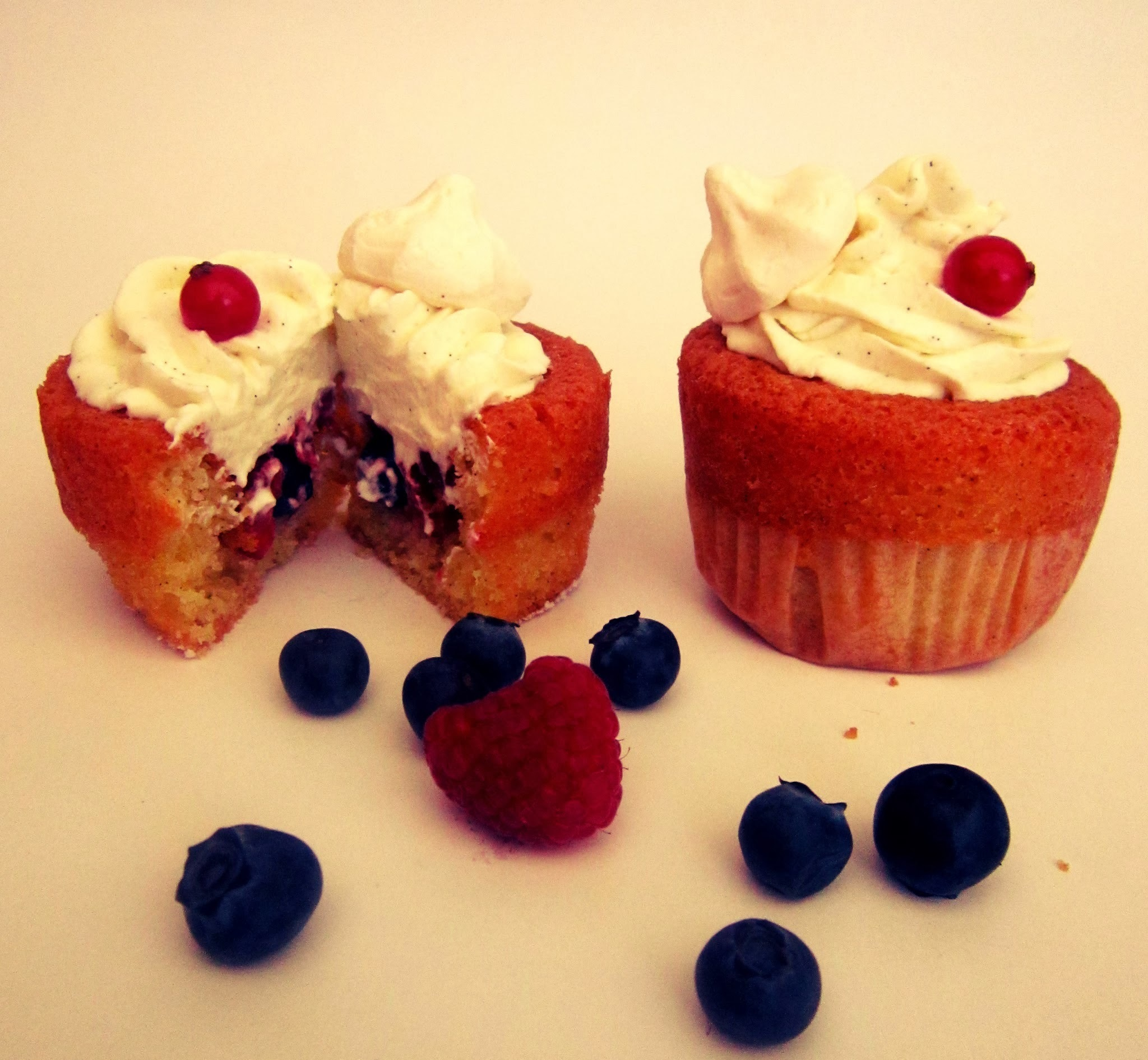 Cupcakes fruits rouges/vanille au cream cheese