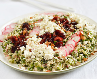 Bulgur wheat salad with cherries and feta / Salada de bulgur com cerejas e queijo feta.