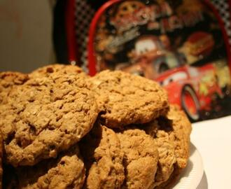 Soft Chewy Oatmeal Raisin Cookies