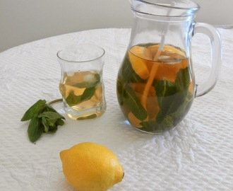Thé glacé menthe citron (lemon mint iced tea)