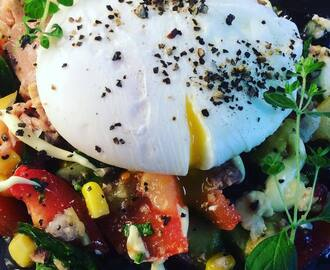 Tuna salad with poached egg by 🇲🇦Nadia watrich🇸🇪 #åretsäggrätt