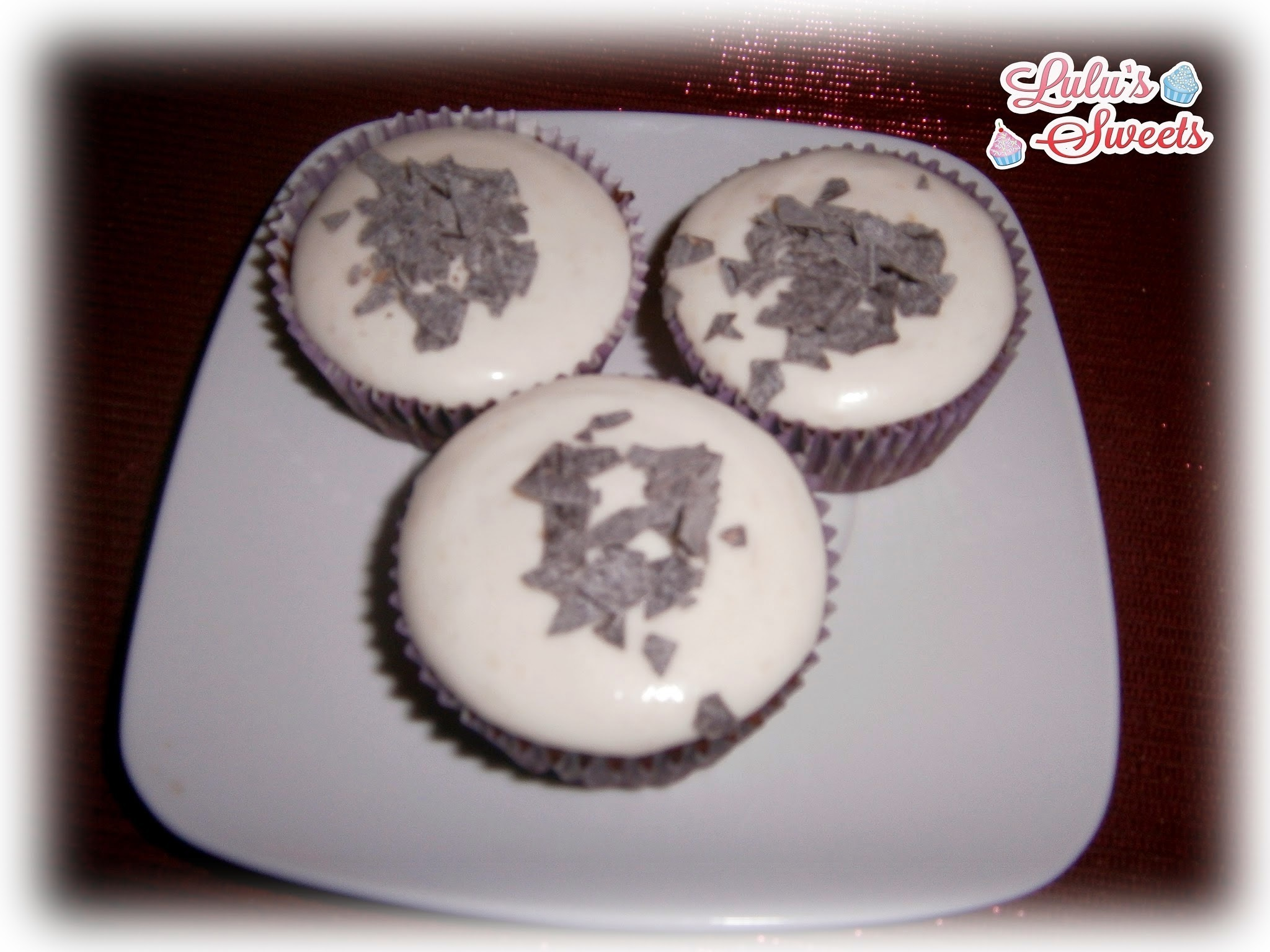CUPCAKES DE CHOCOLATE Y CREAM CHEESE FROSTING DE PLÁTANO
