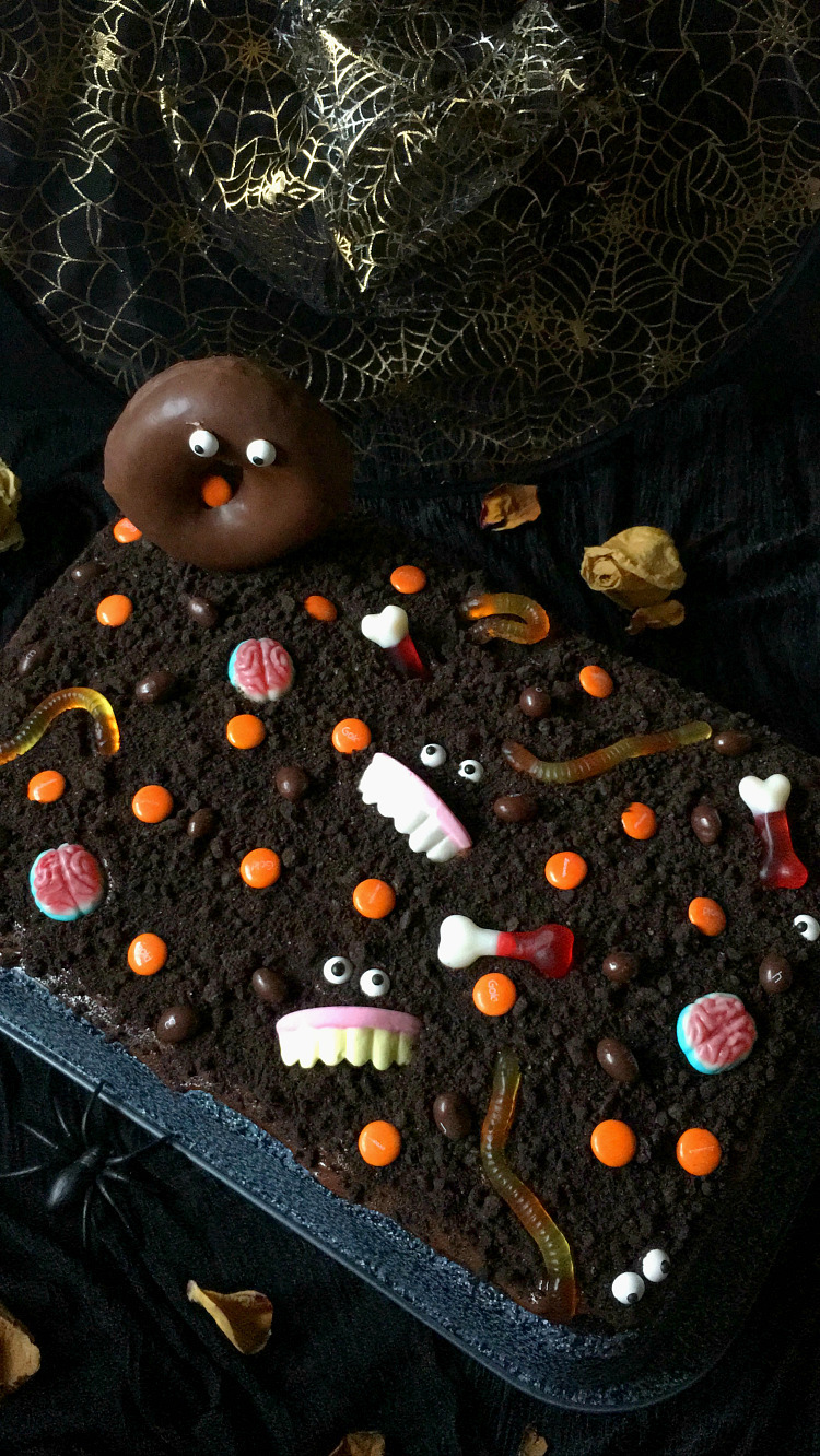 CHOCOLATE HALLOWEEN CAKE con Lacasitos y chuches