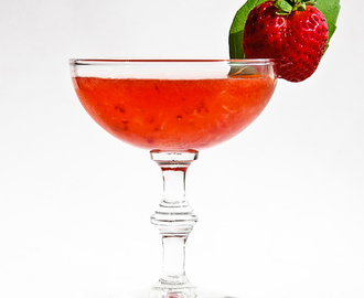Summer Cocktails: The Strawberry Basil Gimlet