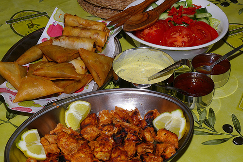 Chicken tikka with samosas and salad
