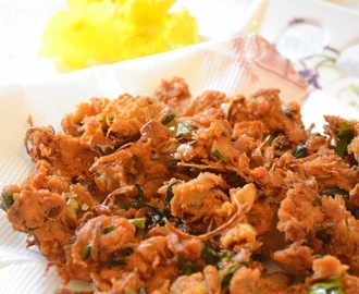 How to make Crispy Onion Pakora at home ? / Kanda Bhajia / Step-by-Step: