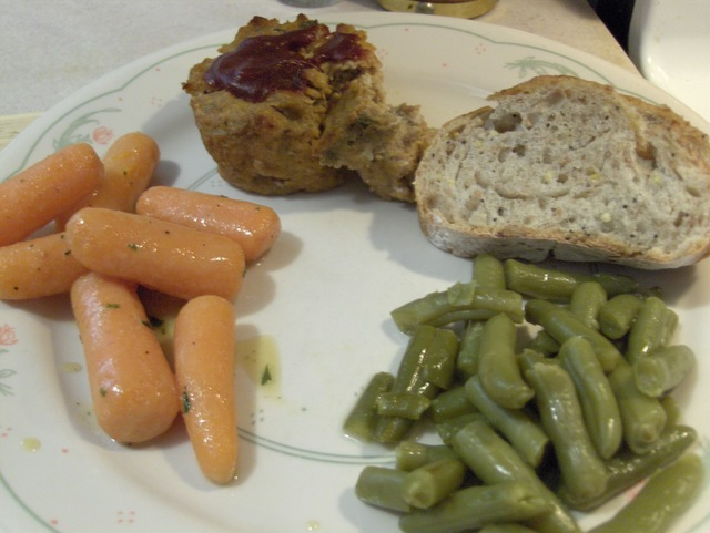 Turkey Meatloaf w/ Glazed Carrots, Green Beans, and Harvest Grain Bread