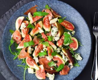 Easy fig salad with prosciutto ham