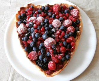 Tarte aux fruits rouges (mûres, myrtilles, framboise, fraises, groseilles) -Red berries tart (blackberries, blueberries, raspberries, strawberries, blackberries)