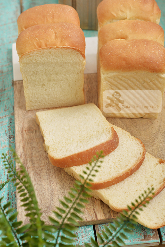 Extremely Soft Vegan White Sandwich Bread - NO Eggs, NO Milk, NO Butter, Easy to handle!