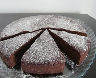 Bolo de Chocolate Intenso (3 Ingredientes)