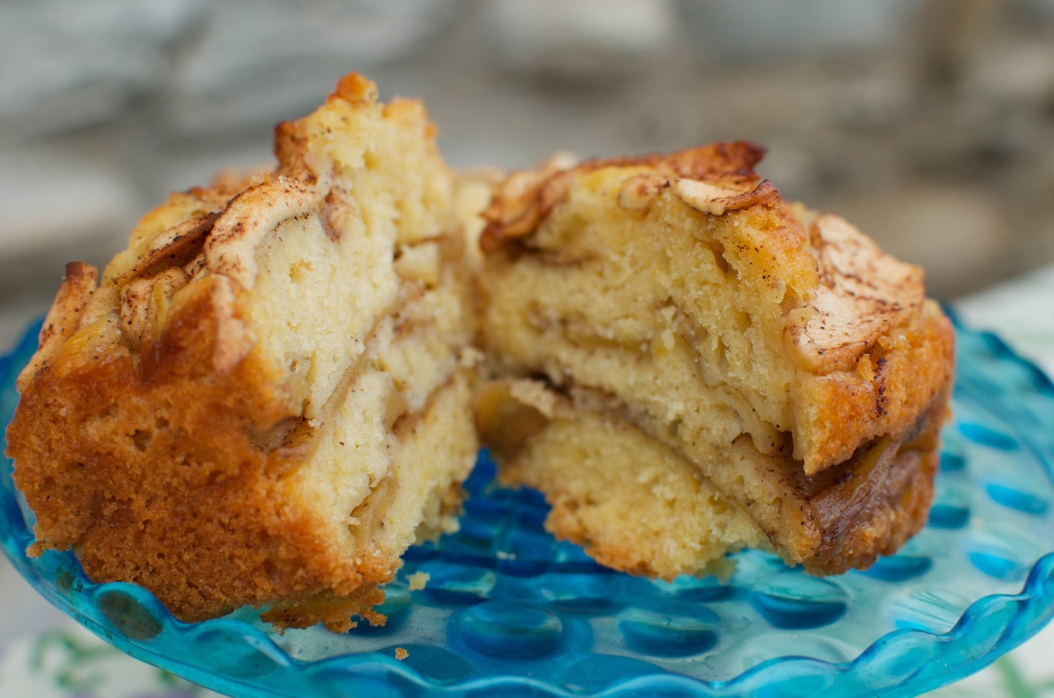 Autumn's Apple Harvest: Apple Cinnamon Cake
