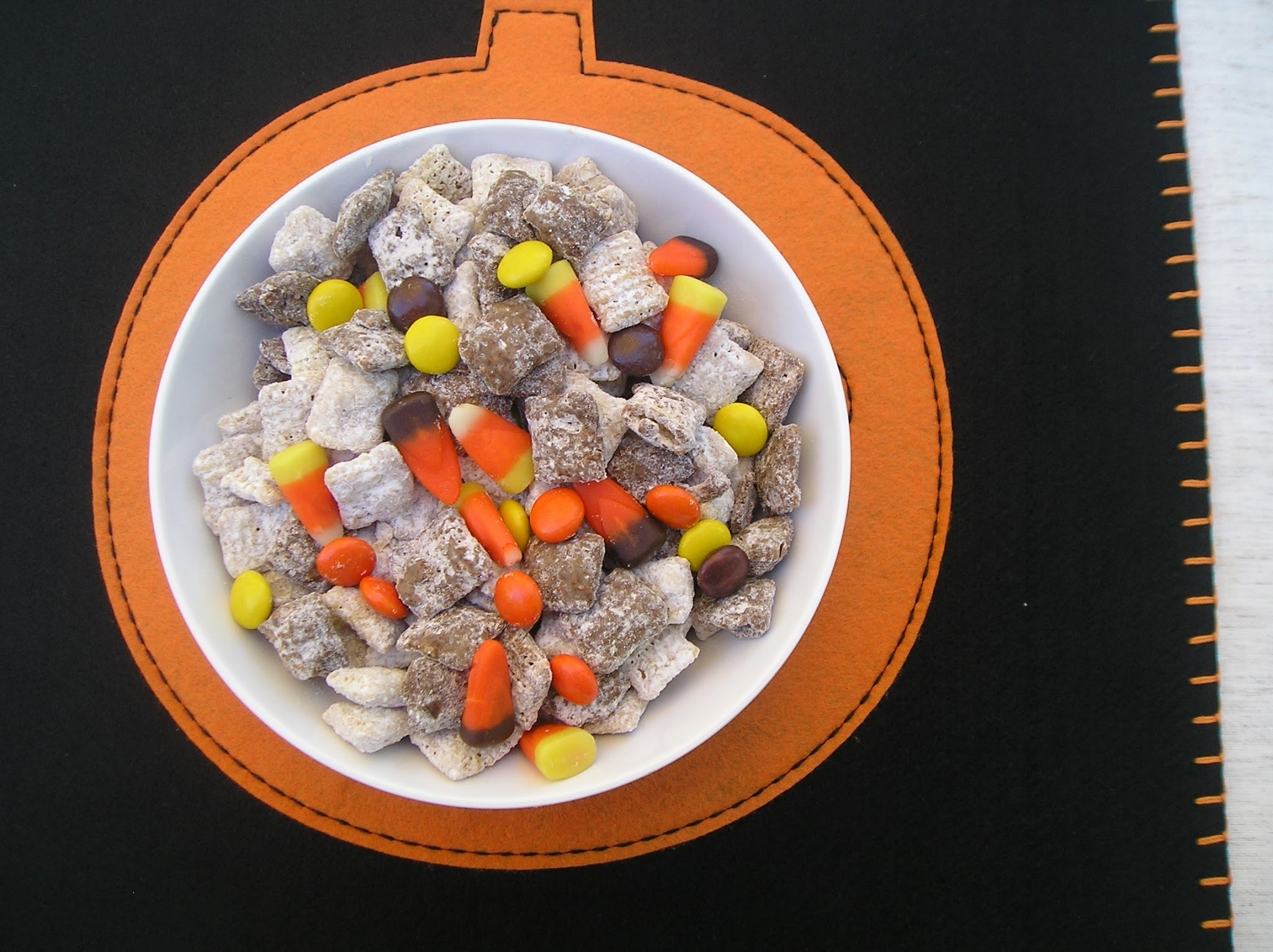 Halloween Muddy Buddy Snack Mix