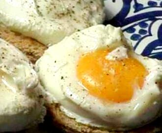 Poached Eggs with Onions (Huevos escalfados con cebollos)