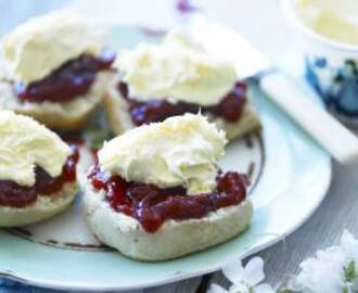 Rodda's cornish scones recipe for the ideal cream tea