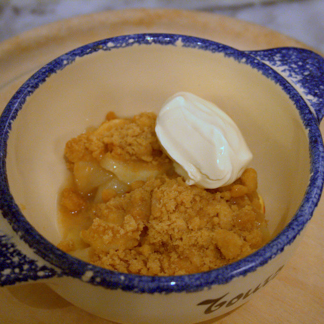 Recipe: Apple & Quince (Syrup) Crumble