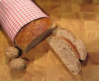 Autumn Bread with Walnuts and Green Tea