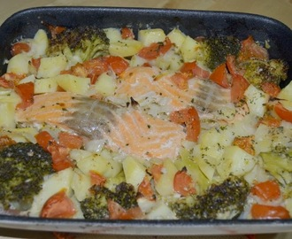 Salmão no forno [Salmon cooked in the oven]