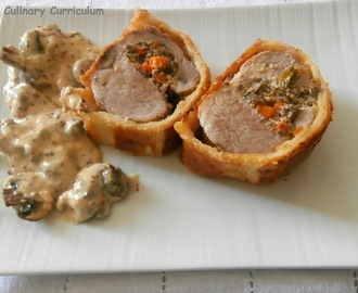 Filet mignon de porc à la moutarde farci aux champignons en croûte (Mustard pork tenderloin stuffed with mushrooms in pastry)