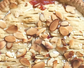 Rhubarb and Strawberry Pie with Almonds