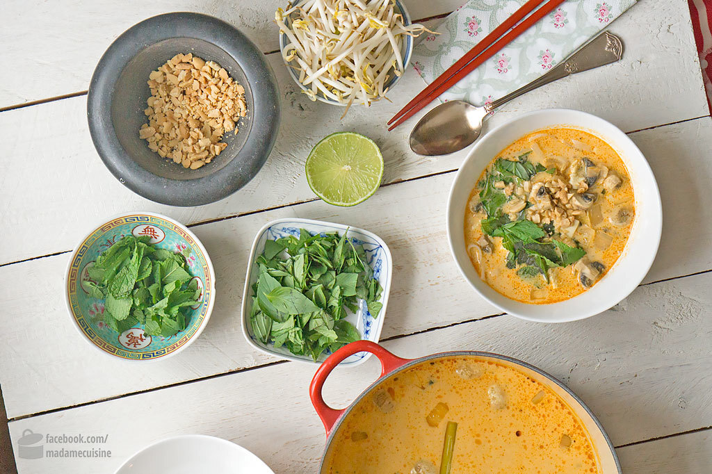 Thai-Curry-Suppe mit Kokosmilch & Reisnudeln