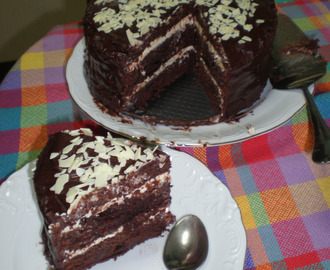 Layer Cake de Chocolate blanco y negro (Mi primera Layer Cake!!!)