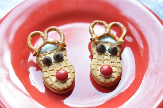 EASY and fun holiday treats to make with your kids! {Repost}