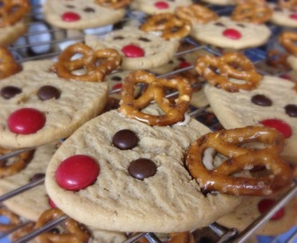 {Oh-So-Cute} Peanut Butter Reindeer Cookies