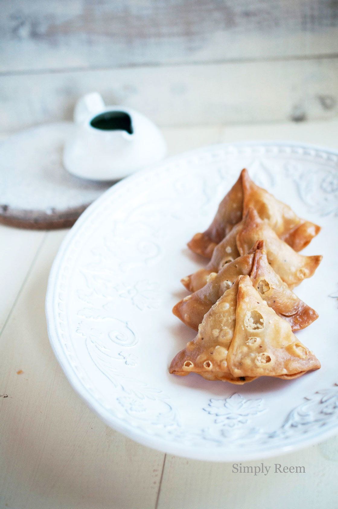 Guest Post : Reem from Simply Reem featuring Samosa