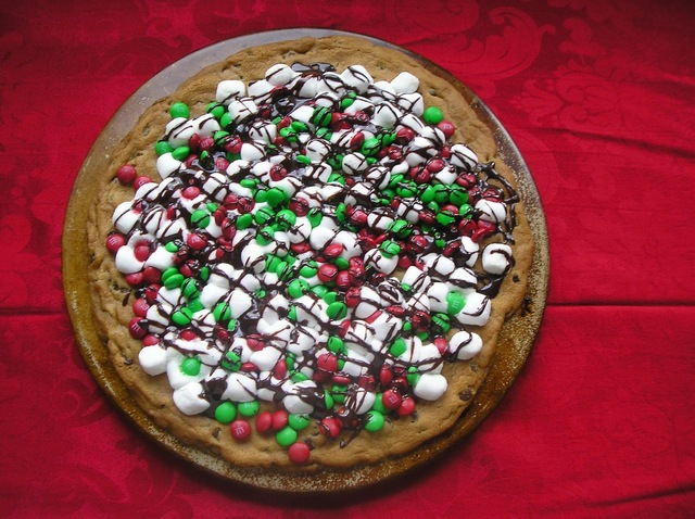 Improv Challenge: Jingle Bell Cookie Pizza