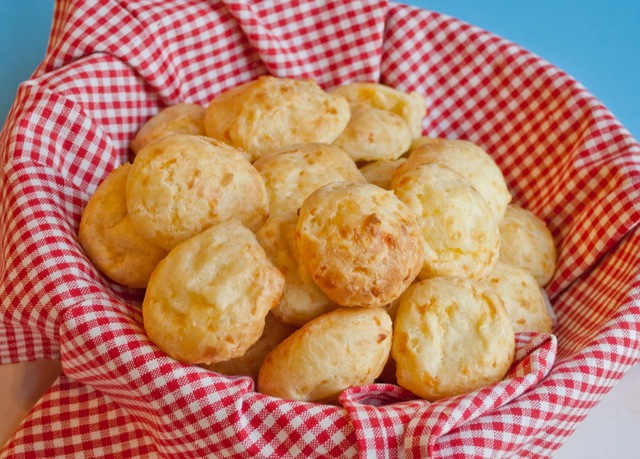 Pao de Queijo (Cheesy Puffs of Gluten Free Goodness)