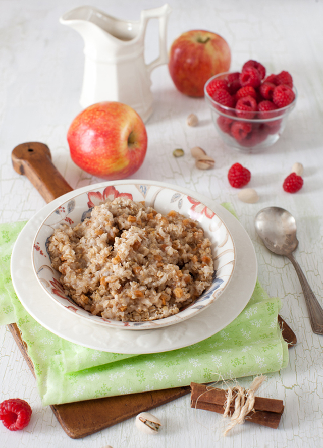 Oatmeal with Apples and Cinnamon - Perfect and Healthy Breakfast
