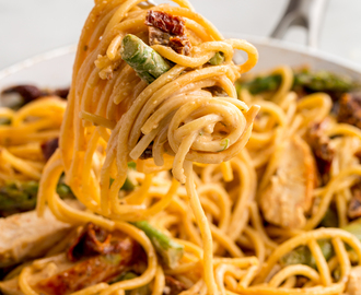 Asparagus, Sundried Tomato, and Chicken Spaghetti