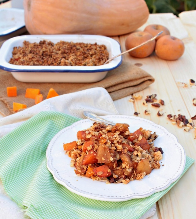 Crumble de abóbora e maçã (vegan, sem açúcar, sem glúten). Pumpkin and apple crumble (vegan, gluten and sugar free)
